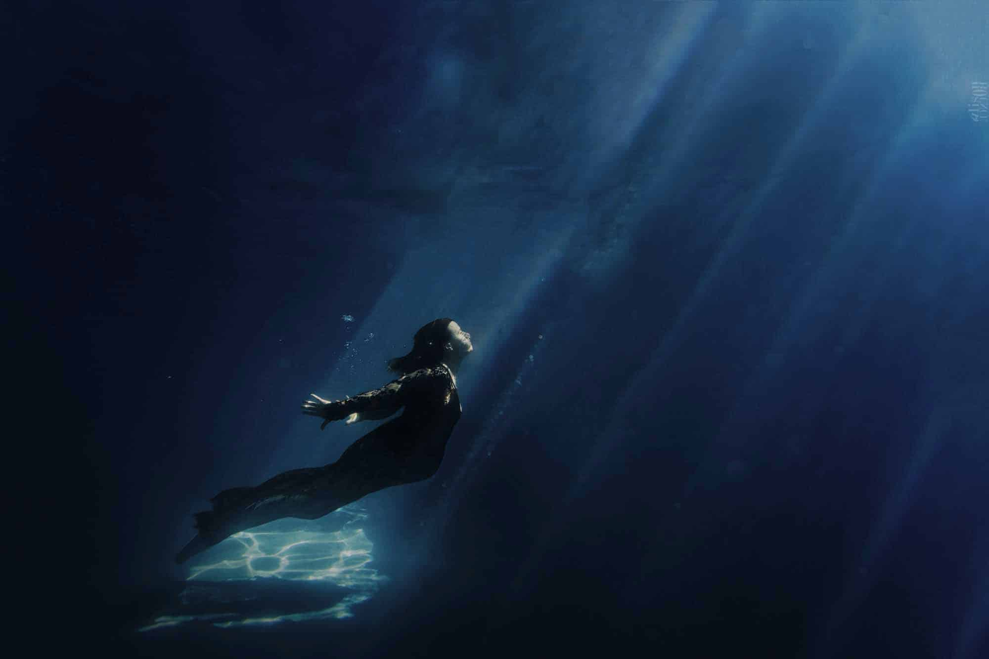 alison-bounce-underwater-photographer-fashion-20-Modifier