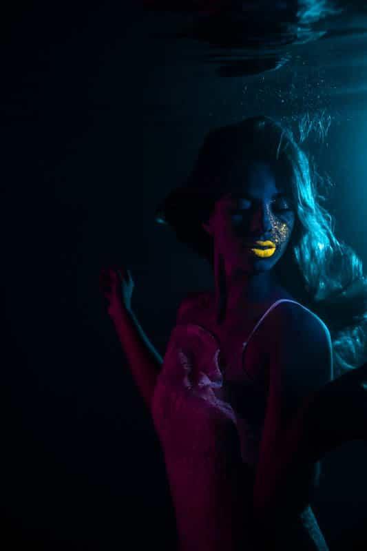 neon_light_underwater-3